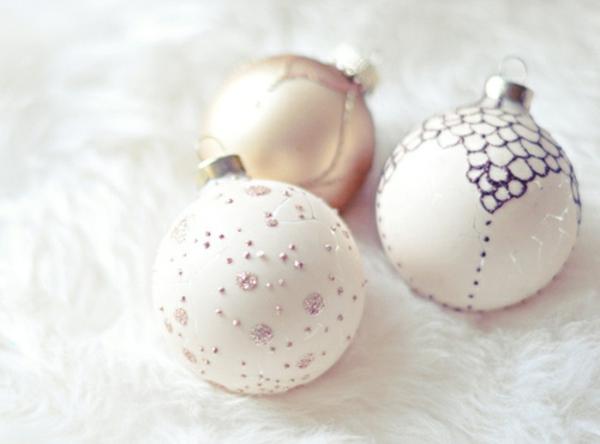 elegante-Dekoration-für-den- Weihnachtsbaum-Bälle