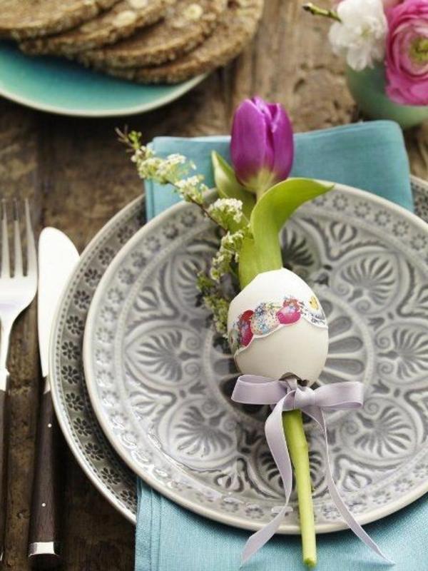 elegante-stilvolle-Tischdekoration-mit-rosa-Tulpen
