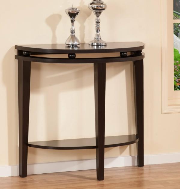 eleganter-halbrunder-Tisch-Wand