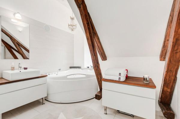 Unterm Dach : Elegantes Dachgeschoß Wohnidee Badezimmer Weißer