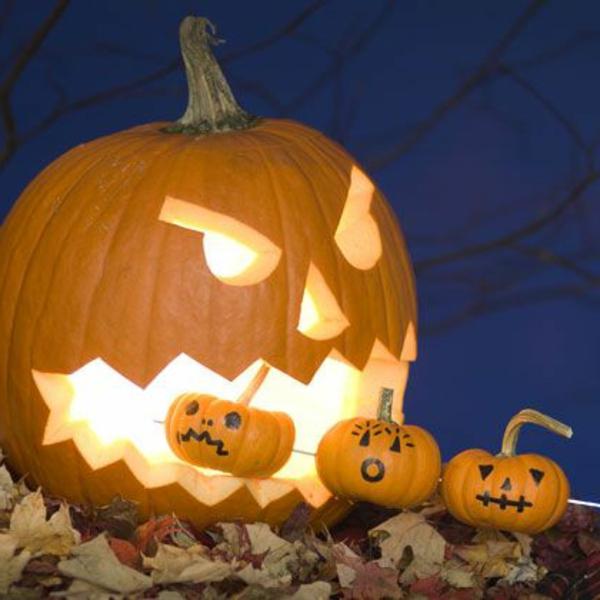 erschreckende-Halloween-Kürbis-Gesichter-