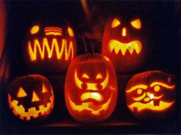 erschreckende-Halloween-Kürbis-Gesichter
