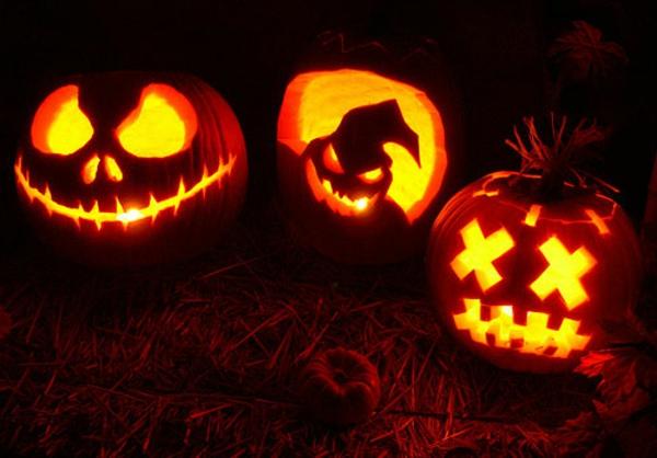 fantastische-Halloween-Kürbis-Gesichter-Deko-Idee
