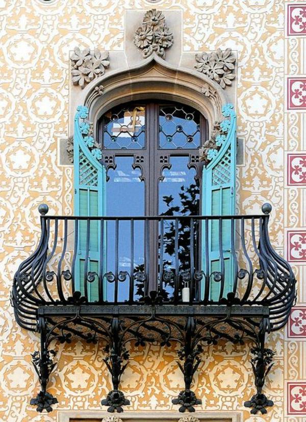 fantastischer-Balkon-mit-Metallgeländer-Idee