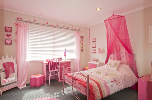 fantastisches-Kinderzimmer-Schlafzimmer-in-Rosa