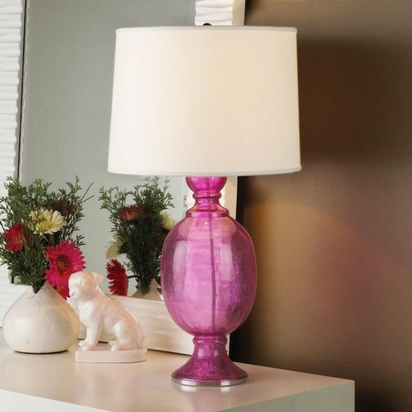 farbige-Tischlampe-in-Rosa-Farbe