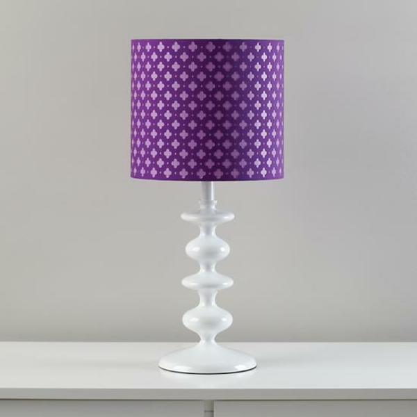 farbige-Tischlampe-in-Violett-und-Weiß