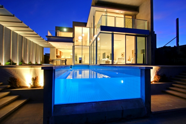 ferienwohnung-kaufen-moderner-pool