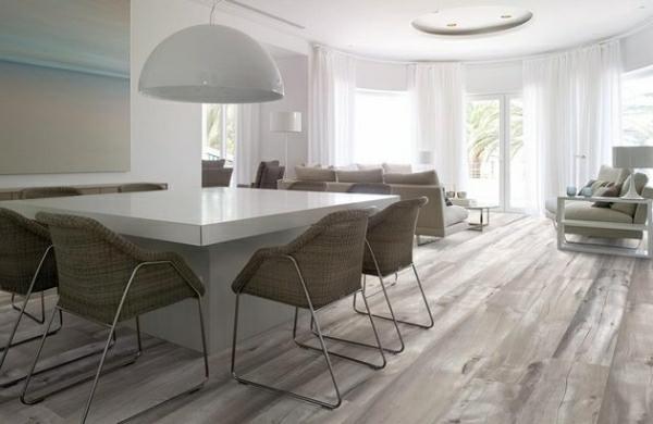 fliesen-holz-optik-design-interieur-trendig-warme-farbtöne-