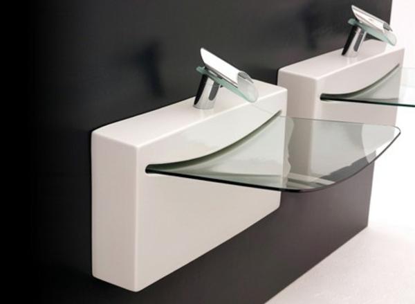 gläsernes-designer-waschbecken - schwarze wand dahinter