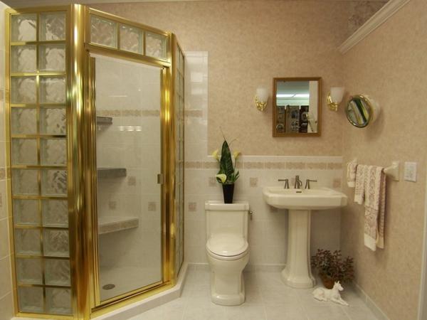 Glasbausteine Für Dusche Mit Goldenen Elementen