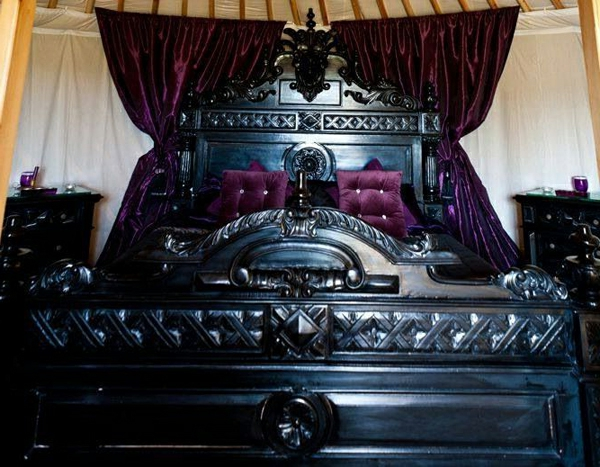 gothic bett m bel ideen innenarchitektur. Black Bedroom Furniture Sets. Home Design Ideas