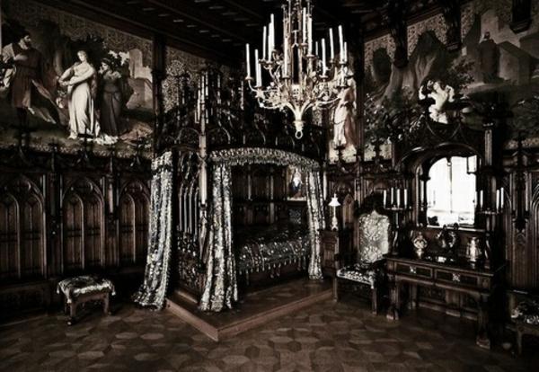 Dieses Gothic Zimmer erstaunt durch sein Bett – Design
