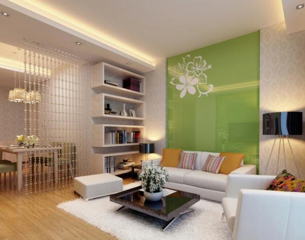 grüne-Wand-.und-weißes-Sofa-Idee