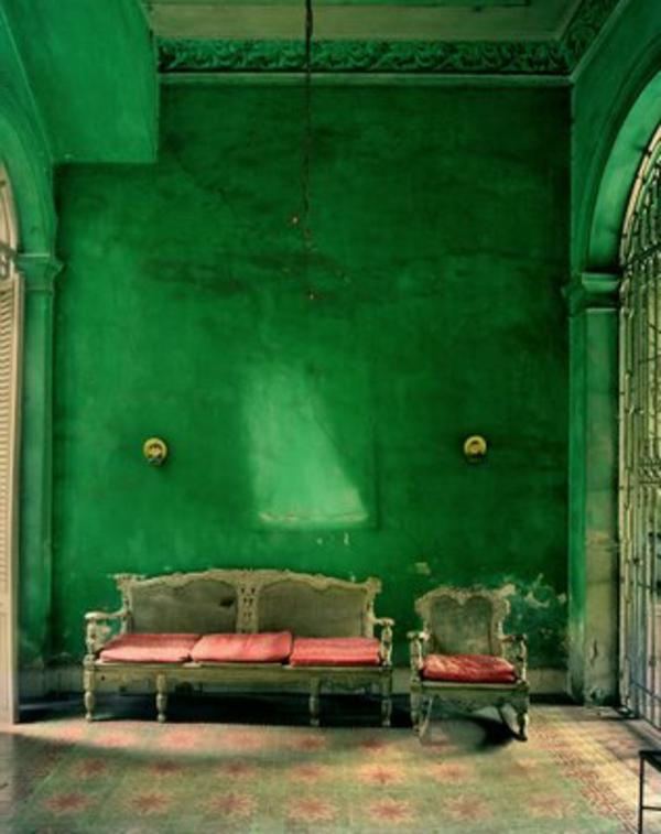 grüne-wände-im-gothic-zimmer