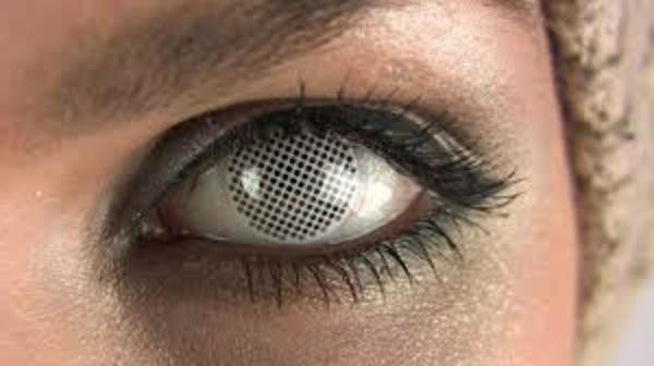 graue-kontaktlinsen-für-halloween