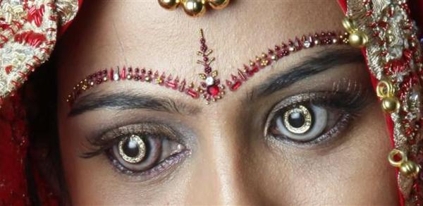graue-schreckliche-kontaktlinsen-für-halloween