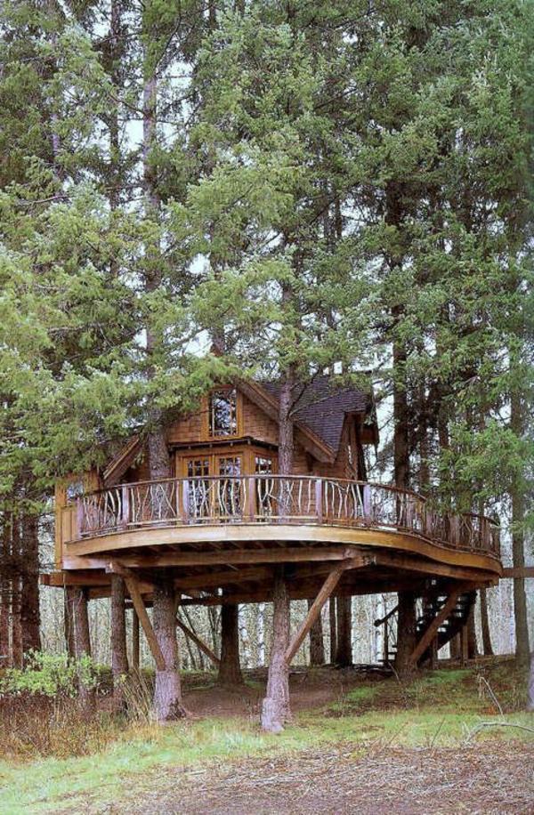 großes-Haus-am-Baum-mit-Terrasse