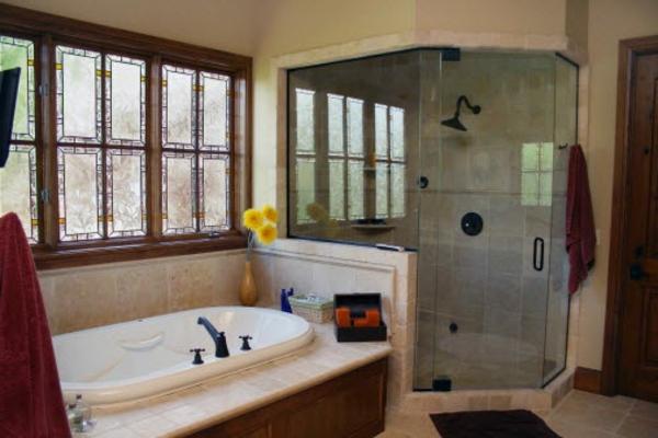 großes-badezimmer fenster-im-badezimmer