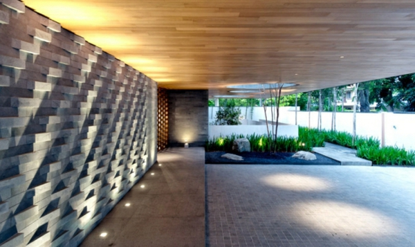 großes-einfamilienhaus-moderne-architektur-bodenleuchten-eingang-design-idee
