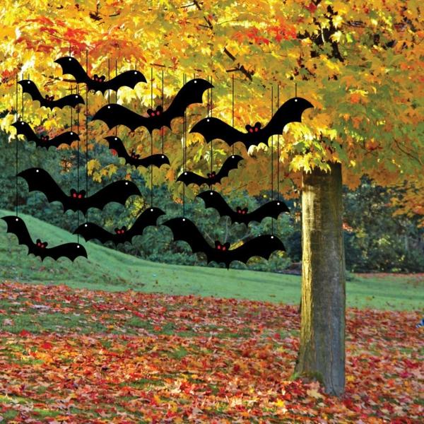 hängende-Fledermäuse-am-Baum-zum-Halloween