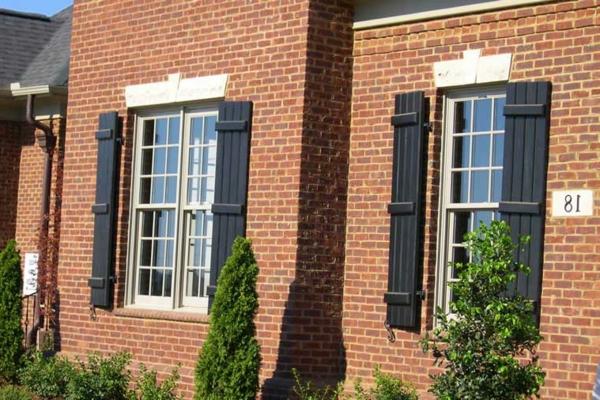 hölzerne-Fensterläden-Idee-Exterior