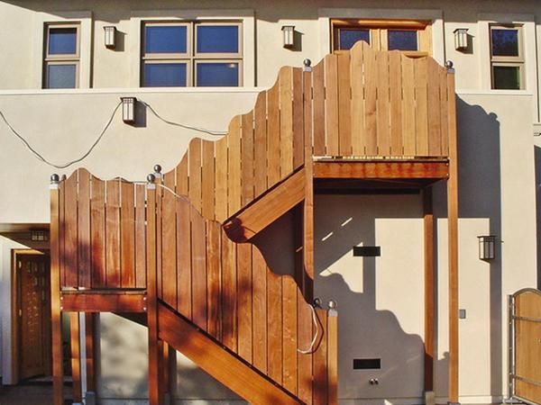 hölzerne-treppengeländer-für-außen