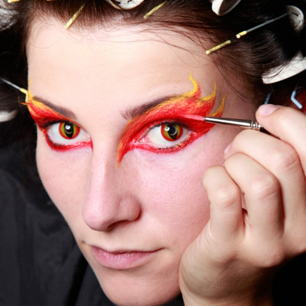halloween-gesichter-rotes-make-up