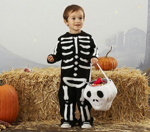 halloween-kostüme-für-kinder-junge-gerippe