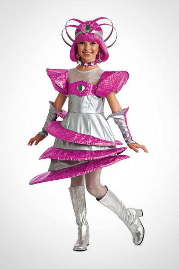 halloween-kostüme-für-kinder-rosige-farbe - weißer hintergrund