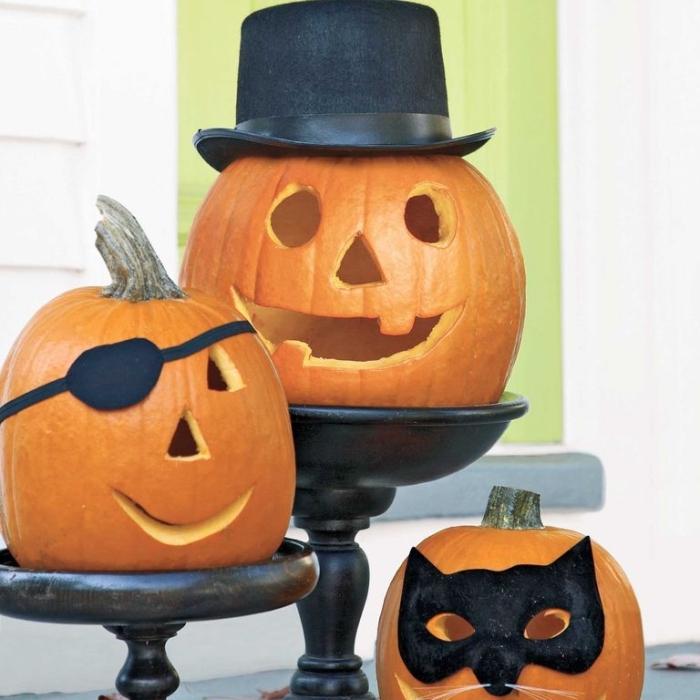 halloween kürbis gesichter schnitzen, großer schwarzer hut, pirat, batmann