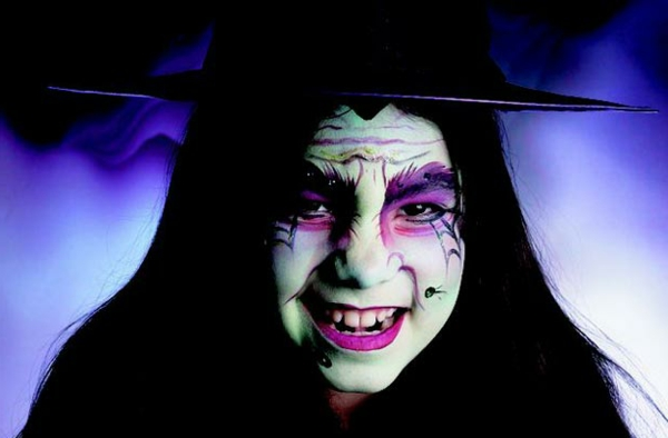 halloween-make-up-ideen-hexe-lila-hintergrund