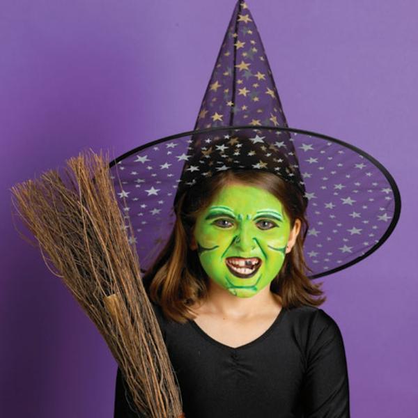 halloween-make-up-ideen-hexe-mädhen-mit-grünem-gesicht
