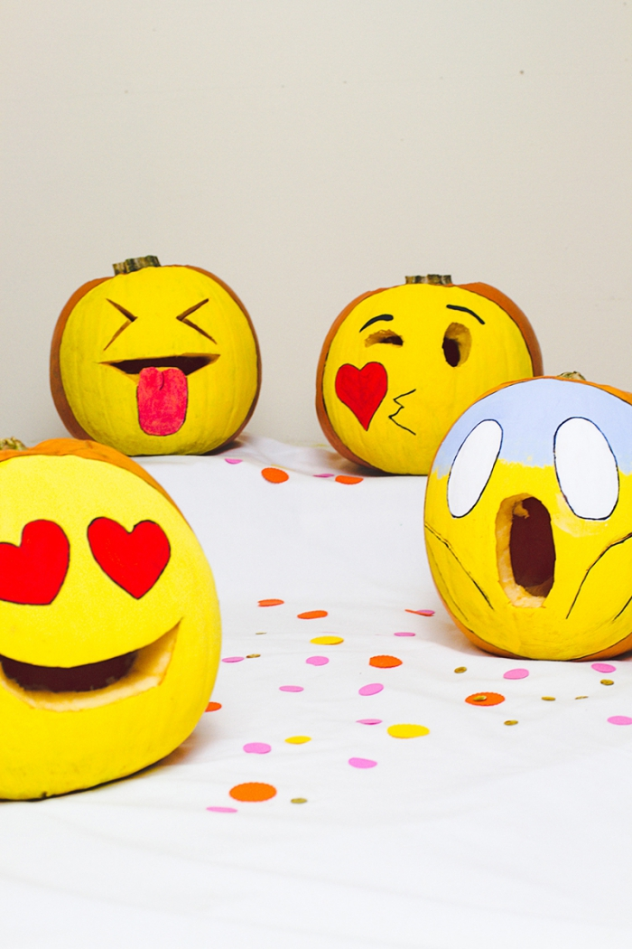 halloween kürbis dekorieren, kürbisdeko selber machen, emoji kürbisse zum selbermachen