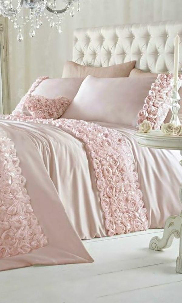 hellrosa-Bettwäsche-Schlafzimmer-in-rosa-Farbe
