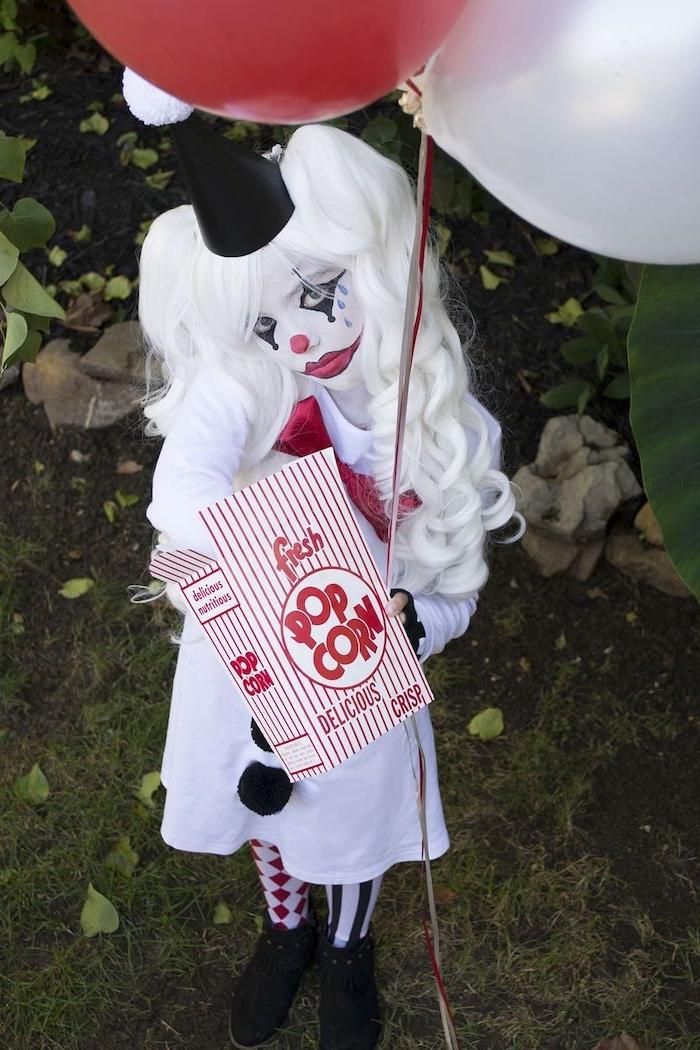 horror kostüm einfaches originelles harlekin kostüm mit perücke luftballons geschminktes gesicht tutorial