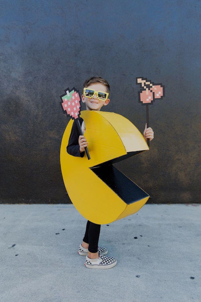 inspiration kinderkostüm halloween pac man diy anleitung schritt für schritt selber machen kostüm jungs aus karton basteln