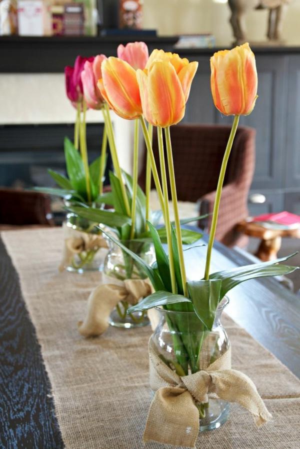 inspirierende-Tischdeko-mit-Tulpen