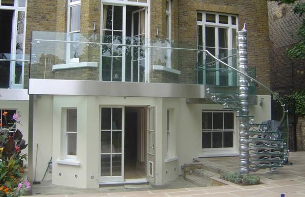 interessante-gestaltete-treppengeländer-für-außen