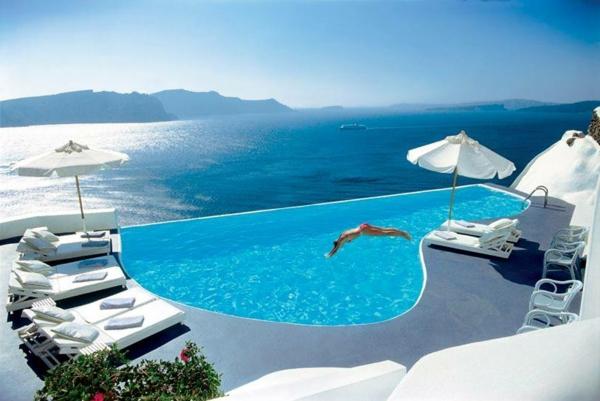 interessantes-design-vom-fertig schwimmbecken