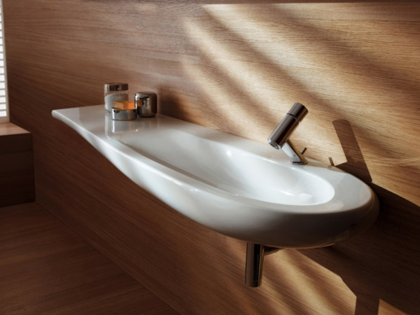 interessantes-weißes-designer-waschbecken - einer badewanne ähneln