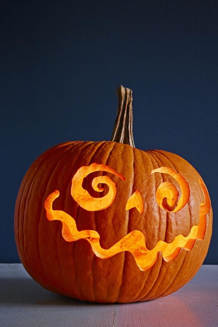 jack kürbis halloween, kürbisgesichter schnitzen ideen, halloween dekideen