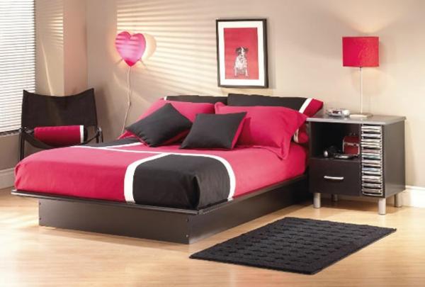 schönes jugendzimmer mit bettwäschen in schwarz und pink