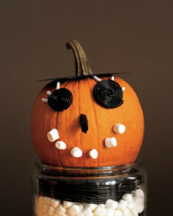 kürbis-dekorieren-halloween-kinderparty