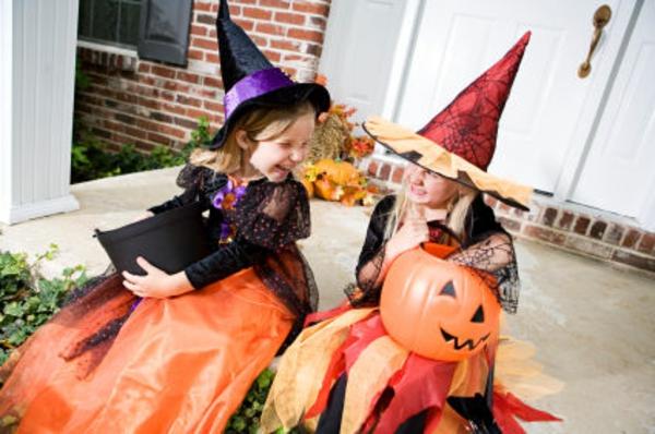 kinder-feiern-halloween