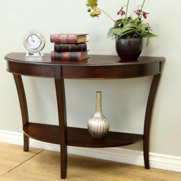 klassischer-Tisch-in-halbrunder-Form-
