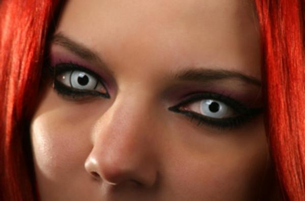 kontaktlinsen-für-halloween-vampir
