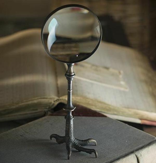 kreatives-modell- vom-gothic-spiegel