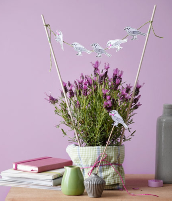 lavendel-deko-rosige-wand-dahinter