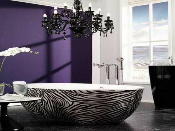 lila-wand-im-gothic-badezimmer
